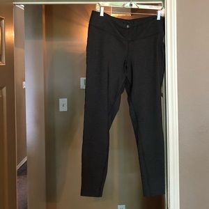 Gap like new charcoal leggings-exc. condition❣️